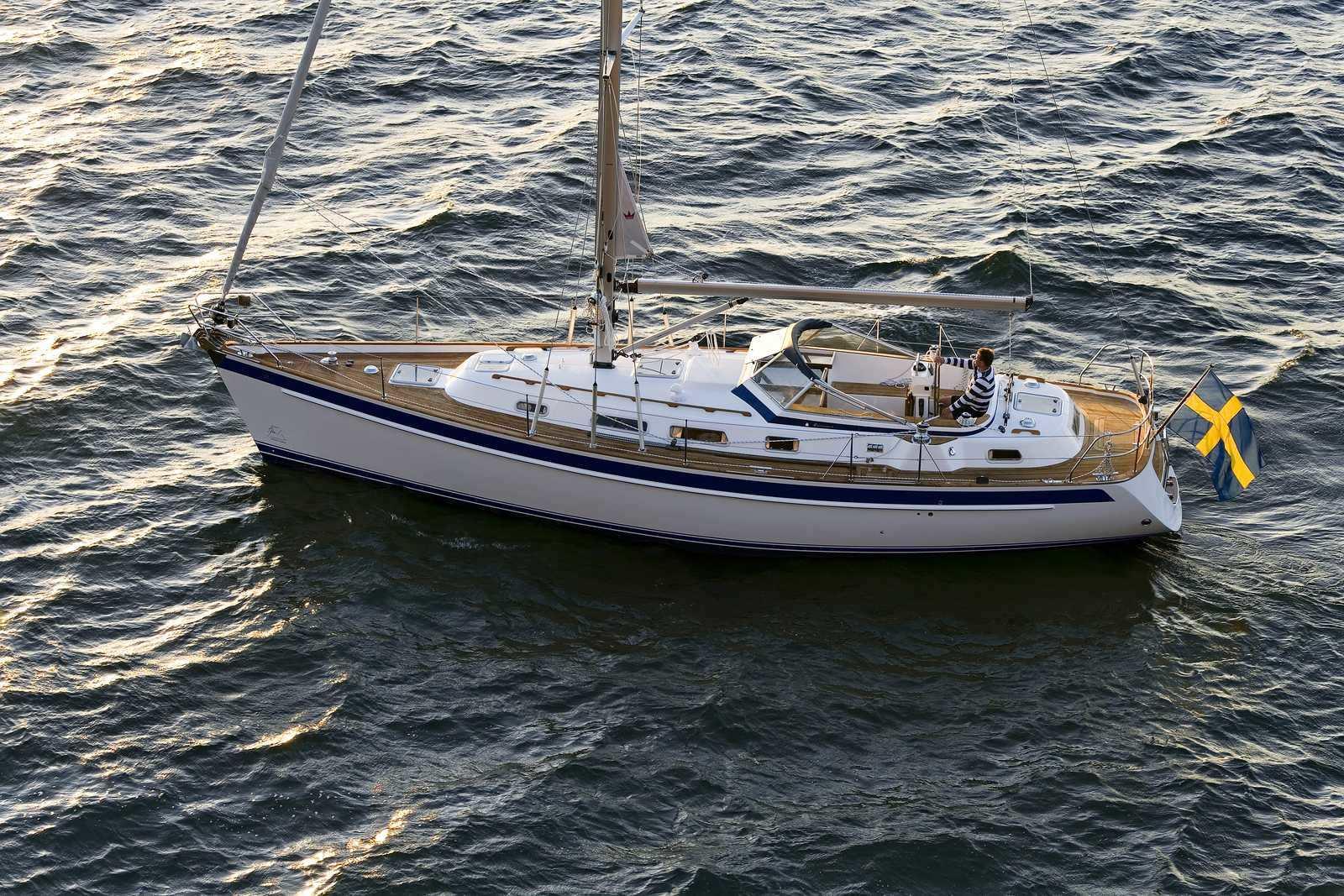 cruising-sailboat-center-cockpit-teak-deck-20176-7124855